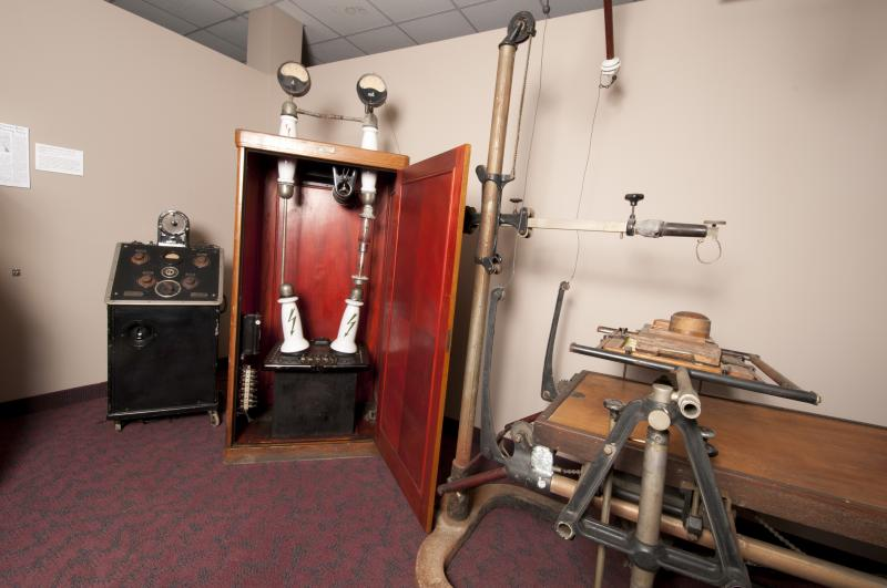 photograph of wooden x-ray machine equipment from 1929